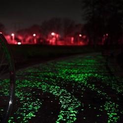 Pietricele fosforescente glow albe care lumineaza verde