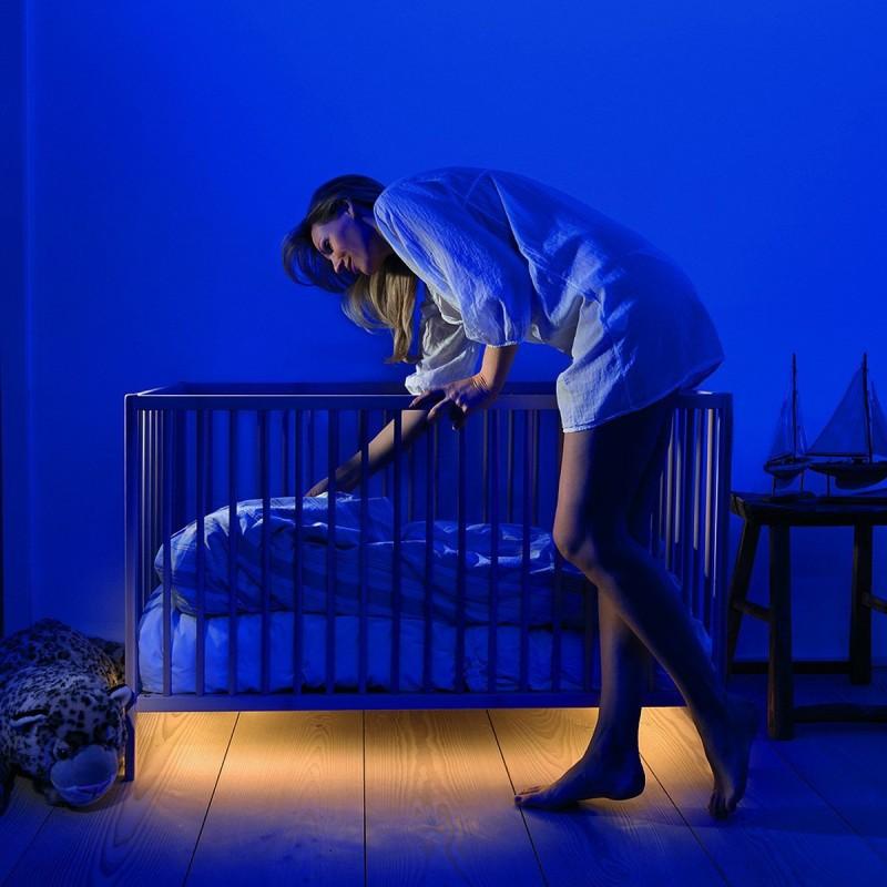 Banda led pentru dormitor, cu sensor de miscare si lumina, auriu