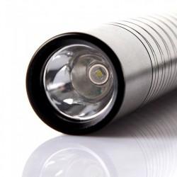 Lanterna LED tip baston luminoasa pentru autoaparare 700 LM