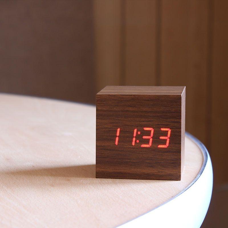 Ceas digital LED cu termometru si senzor de sunet, forma cubica