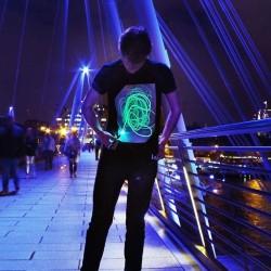 Tricou Glow Fosforescent interactiv, personalizabil cu lumina UV
