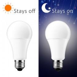 Bec LED cu senzor de lumina, putere 10W, forma A60, lumina naturala