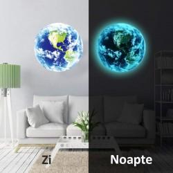 Sticker decorativ fosforescent Terra pentru perete