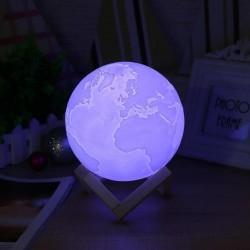 Lampa LED model Glob Pamantesc 3D lumina RGBW cu suport din lemn, Resigilata