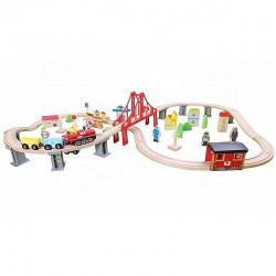 Trenulet lemn, cale ferata 110x60x30 cm, masini, oras, benzinarie, spital, diverse piese lemn multicolore