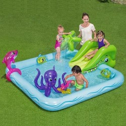 Centru de joaca cu piscina...