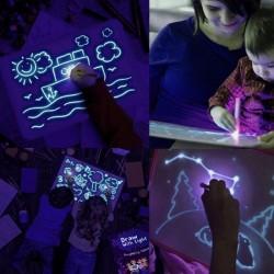 Tablita fosforescenta interactiva albastra, rescriptibila, breloc lumina UV inclus, lumineaza aqua