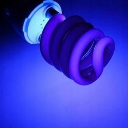 Bec UV 15 W, soclu standard tip E27, putere lumina 850 lm, culoare negru
