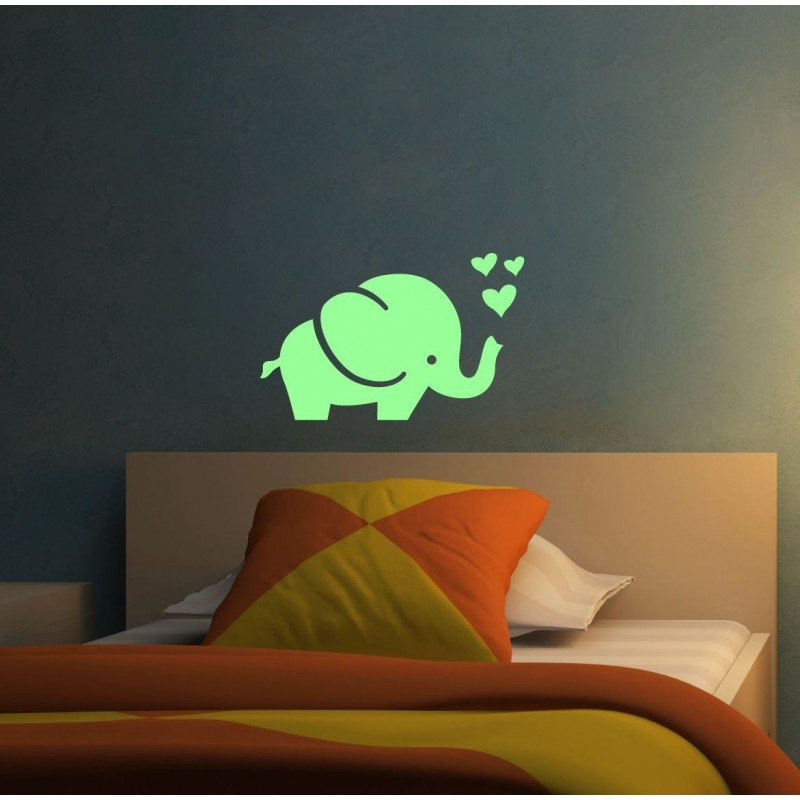 Sticker fosforescent luminos model Elefant cu inimioare