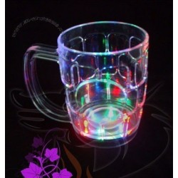 Halba de bere luminoasa cu...